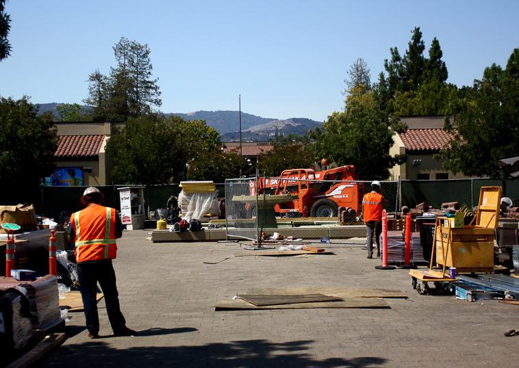 Summer+quarter+renovations+push+ahead+in+the+L-Quad%2C+Wednesday%2C+Sept.+11%2C+2013.