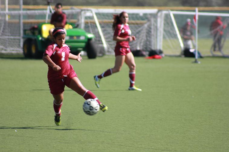 Freshman+Victoria+Ramirez+%287%29+receives+a+pass+from+a+fellow+teammate+during+the+game+Friday%2C+Oct.+11.