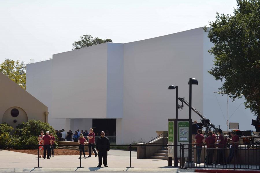 The mysterious Apple cube that was under construction throughout summer.