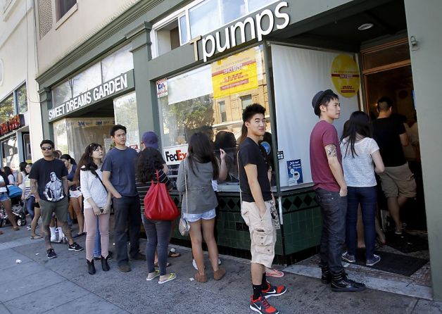 Students line up outside the door of an extremely busy Tpumps, waiting for their turn to order.