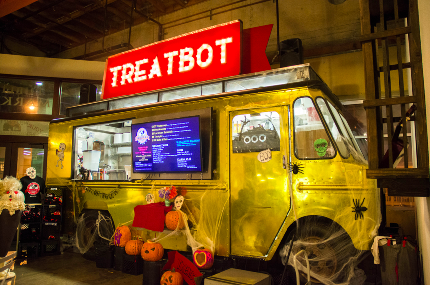 Treatbot%2C+a+local+ice-cream+vendor+and+one+of+many+desert+choices+available+at+San+Pedro+Square+Market.