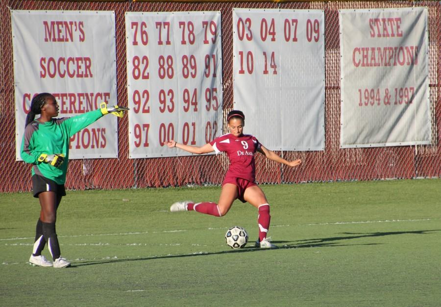 Defender+Celena+Velasquez+performs+a+set+piece+play+while+goalie+Sena+Harlley+directs+the+defense+during+the+Dons%E2%80%99+4-0+loss+to+Ohlone+College.