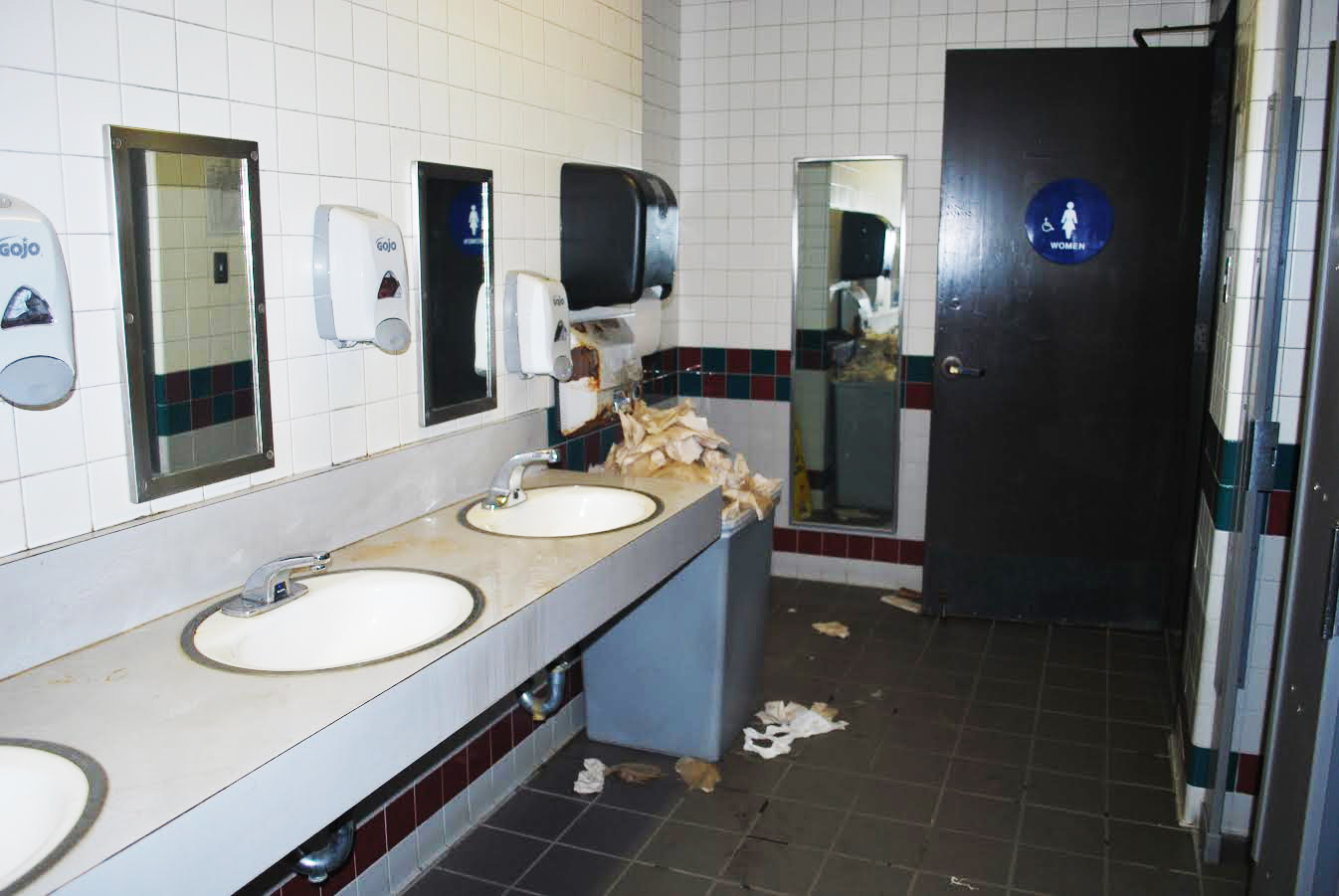 A Porcelain Match Made In Heaven Or Hell Ranking The Best And Worst De Anza Bathrooms La Voz News