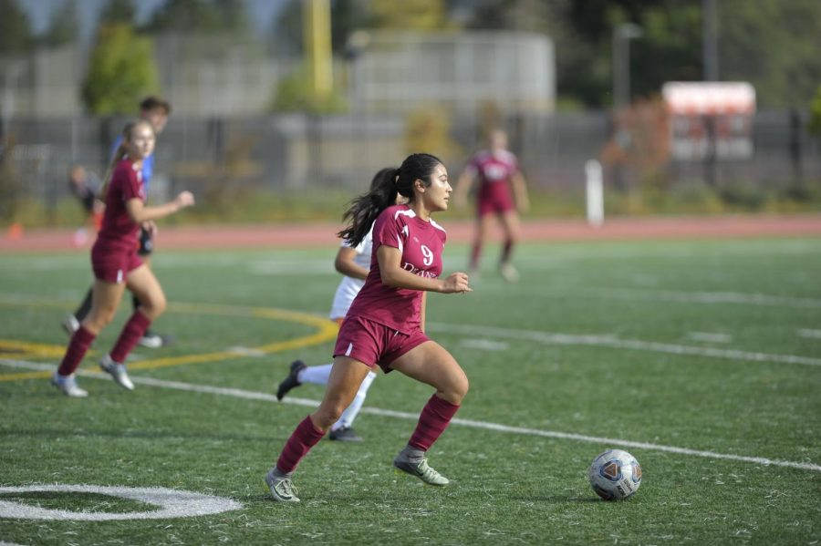 Gisselle Jimenez dribbles the ball upfield during a home game vs. Cabrillo College on Friday, Oct. 10. De Anza lost, 3-0.