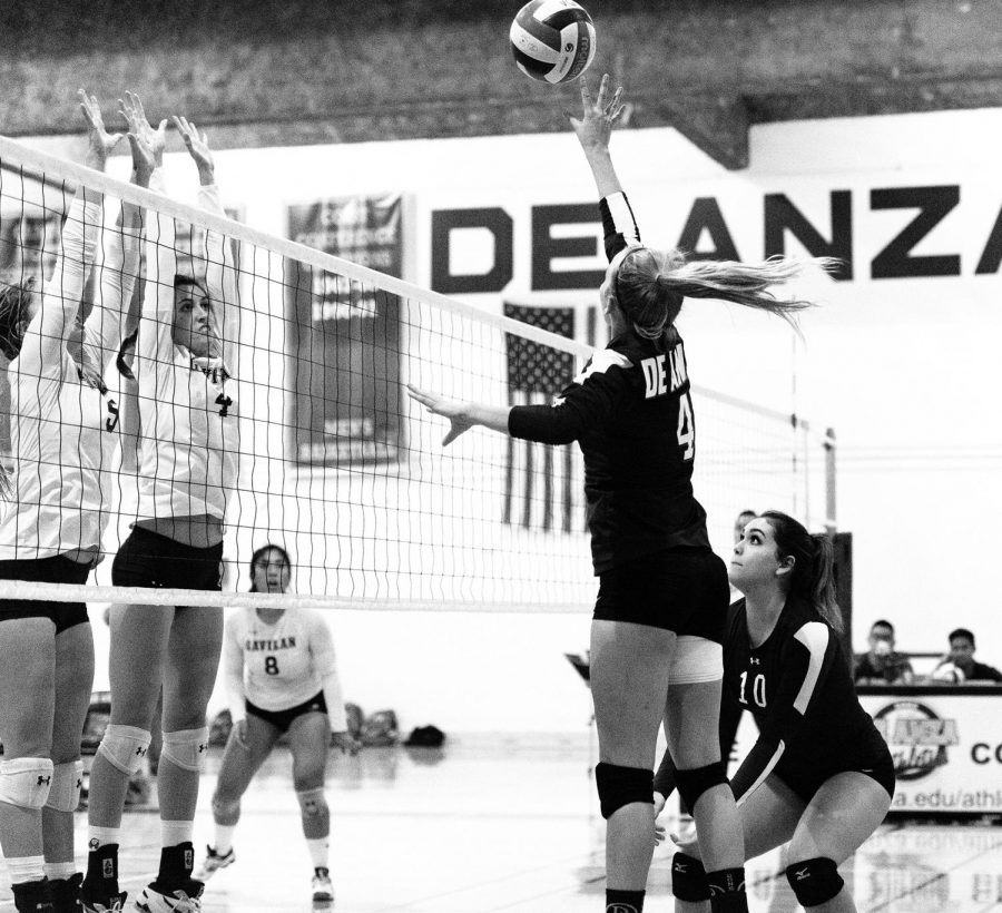 Volleyball loses match 3-0 against Gavilan