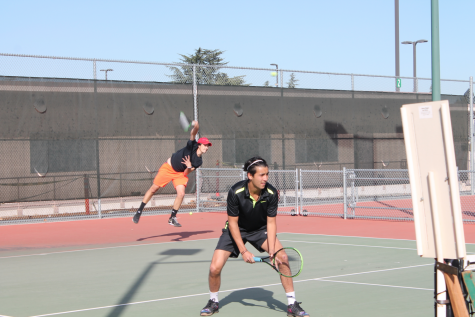 Men's tennis edges division foe Chabot