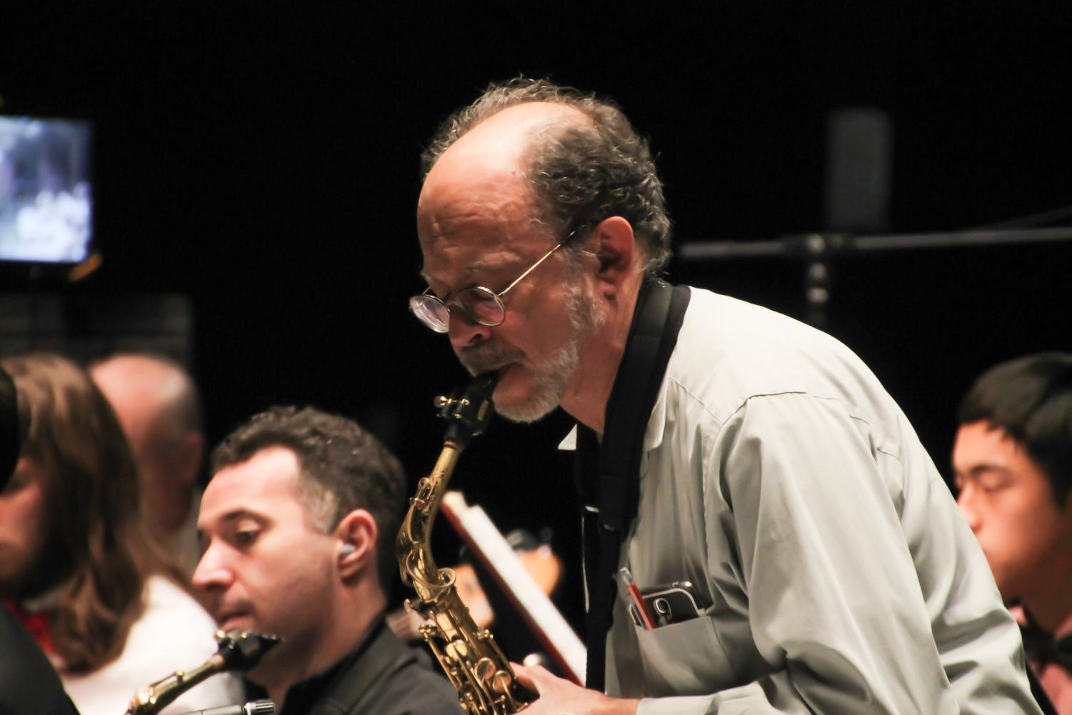 Soloists+from+the+De+Anza+College+Big+Band+saxophone+section+exchanged+thunderous+and+energetic+solos+back+and+forth+at+the+VPAC+center+on+Dec.+3.