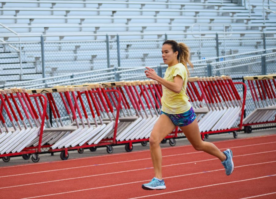 Long-distance+runner+Jillian+O%E2%80%99Brian+sprints+a+400-meter+trial+run+during+practice+on+Feb.+11.