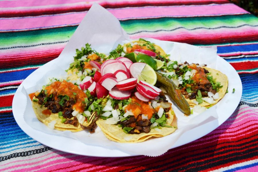 Delicious+steak+tacos+topped+with+homemade+salsa%2C+and+crispy+lettuce+designed+to+make+mouths+zing+from+La+Frontera+Grill.%0A