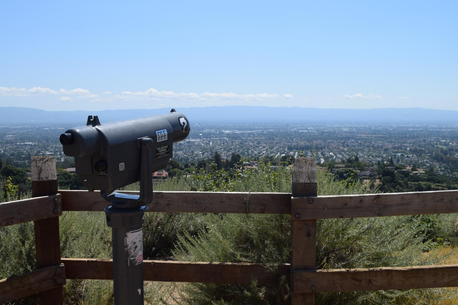 Viewing+scope+allows+one+to+get+a+closer+look+at+the+distant+parts+of+the+city.