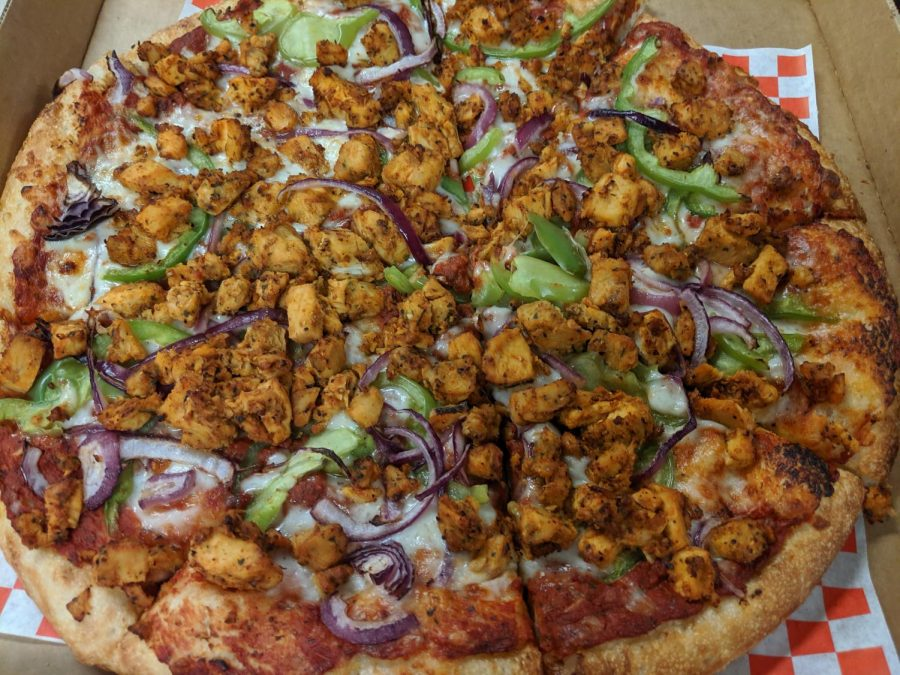 Chilly Chicken Pizza with Makhni curry