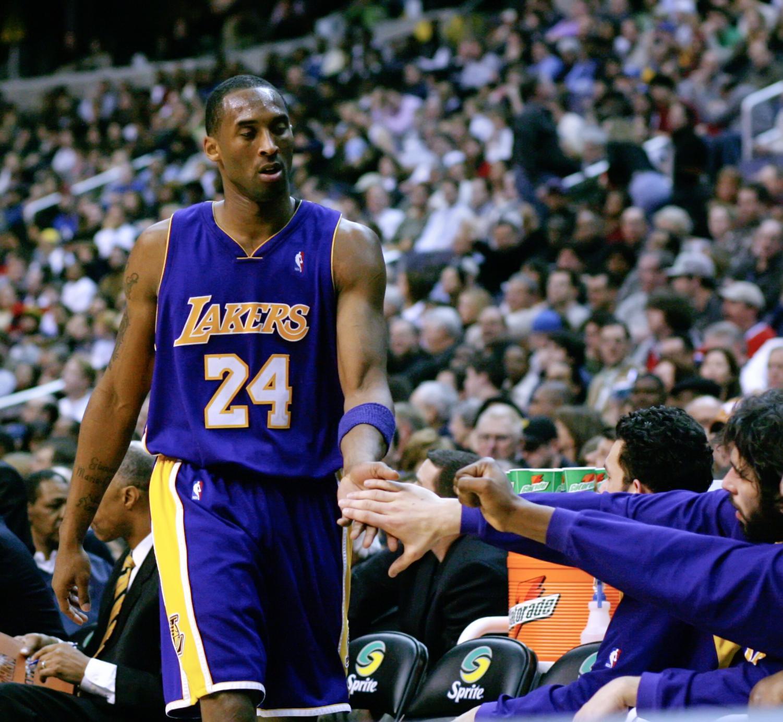 Kobe Bryant  Kobe_Bryant_Washington_Full.jpg: Keith Allison from Baltimore, USAderivative work: Calebrw   [CC BY-SA]