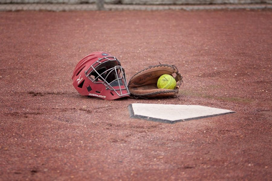 Image+by+Cheryl+Holt+from+Pixabay%0Ahttps%3A%2F%2Fpixabay.com%2Fphotos%2Fsoftball-catcher-ball-field-play-1385212%2F