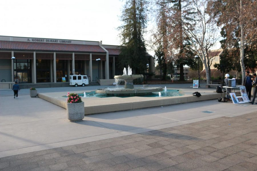 De+Anza+students+nap%2C+talk%2C+eat+lunch%2C+and+meet+up+around+the+fountain+located+in+front+of+A.+Robert+Dehart+Library.